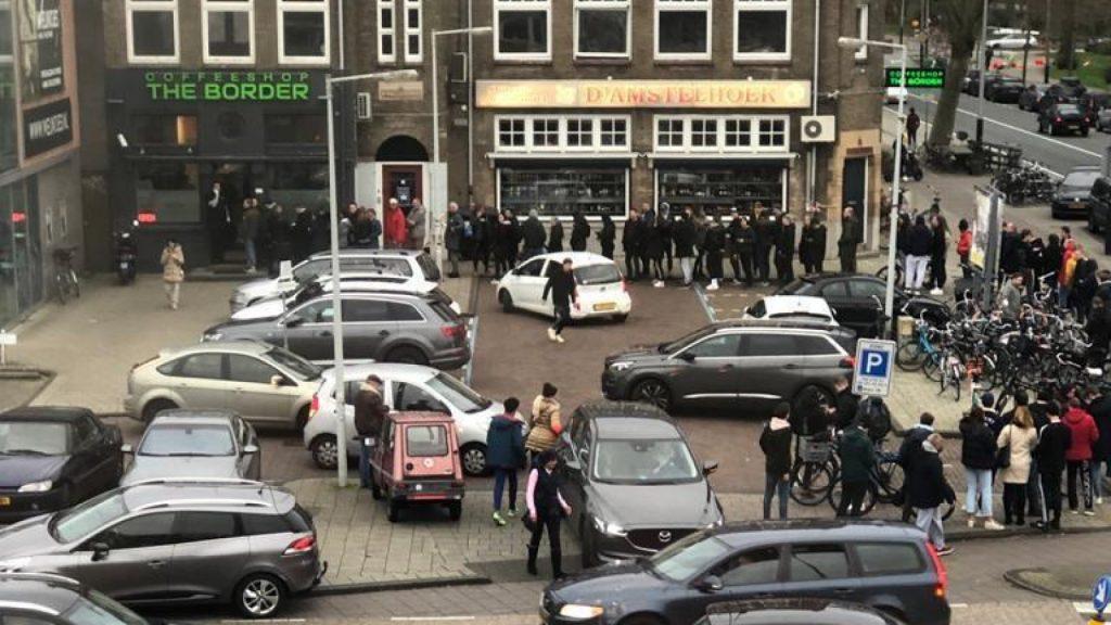 Bron AT5 - corona coffeeshop Amsterdam